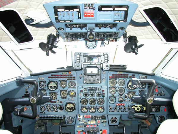 Кабина ЯК-40 RA-87983. ‹ .