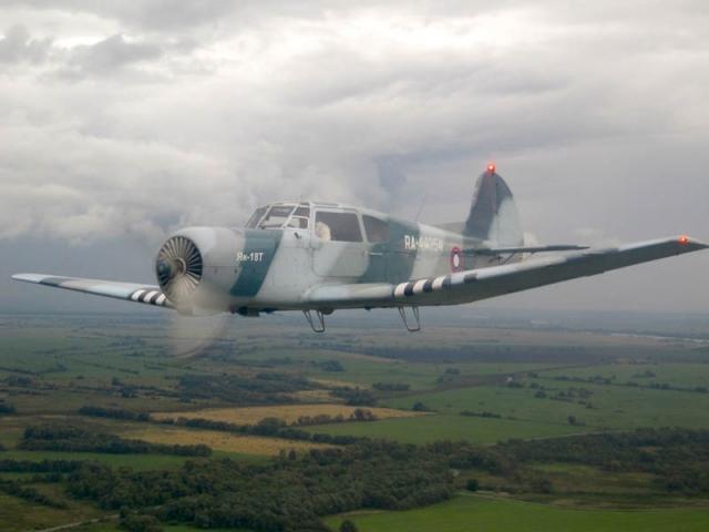 ЯК-18Т в полёте.
